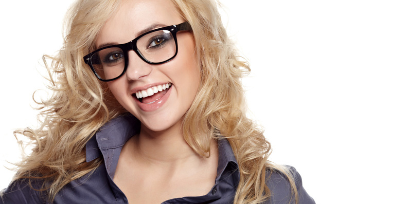 Handicap Brille beim Schminken