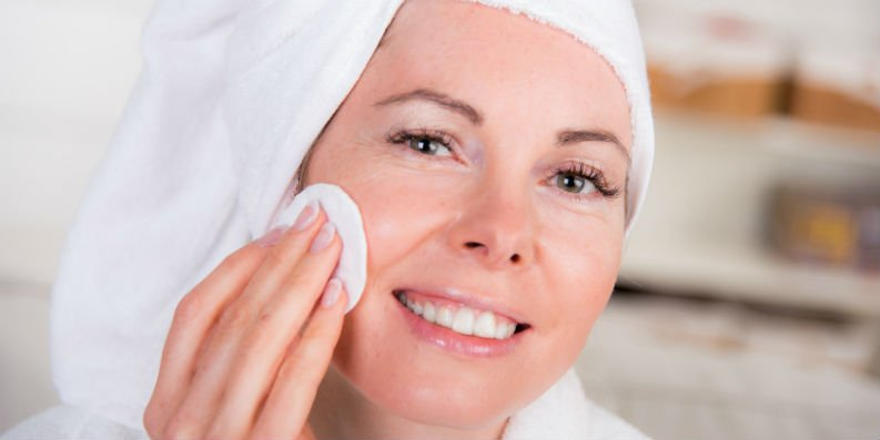 Mizellenwasser – effektive und schonende Hautreinigung