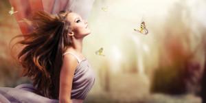 Frau mit langen Haaren und Schmetterlingen