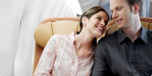 Paar im Flugzeug