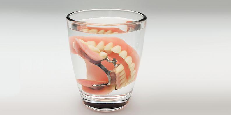 """Reinigung und Pflege der """"Dritten Zähne"""" ... schon gewusst?"""